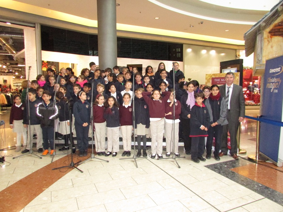 Primary Choir Singing Mall Nicosia Dec 2016 (4)