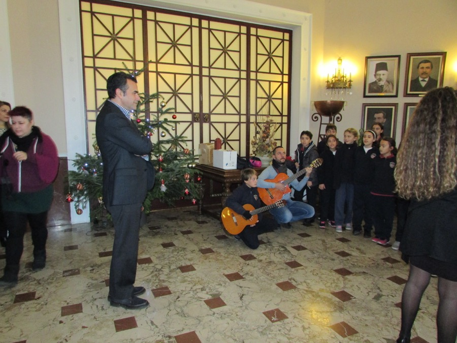 Primary Choir Singing Nicosia Mayer Dec 2016 (3)